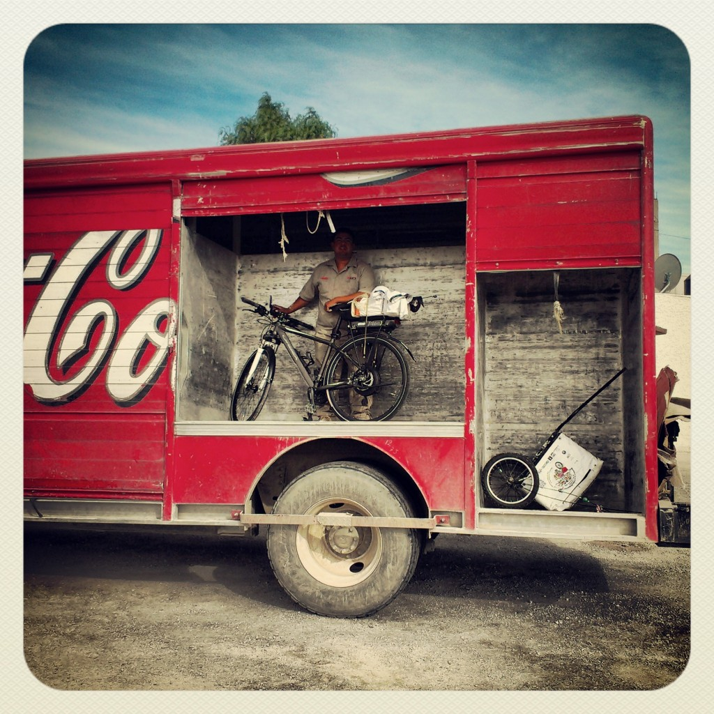 Raid en el desierto con el camión de Coca Cola.