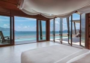 ocean_front_3_bedroom_villa_master_bedroom