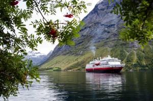 Hjorundfjorden_Hurtigruten