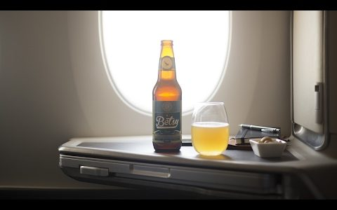 """Cathay Pacific presenta """"Betsy Beer"""" la única cerveza artesanal para disfrutar en el aire"""