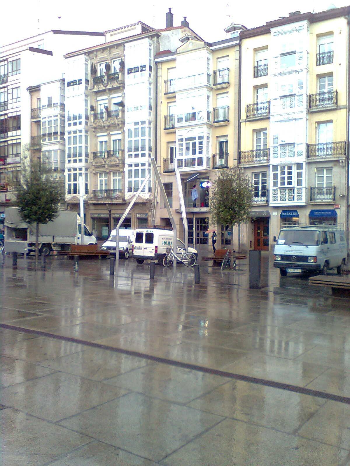 Vitoria-Gasteiz-Celedón se prepara para las fiestas de la Blanca 2011