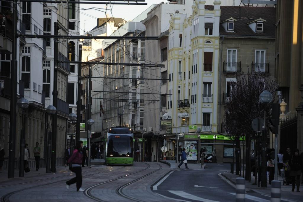 Moverse en tranvía puede ser una buena opción. CC BY-3.0-ES 2012/EJ-GV/Irekia-Eusko Jaurlaritza/Mikel Arrazola