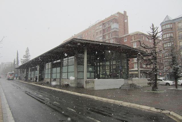 Estación de autobuses de Vitoria en la calle Los Herrán. Foto: Jose Antonio Ortiz de Zarate