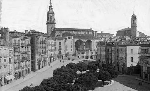 Vitoria-Gasteiz. Plaza de la Virgen Blanca, hacia 1905. Foto: vitoria-gasteiz.org