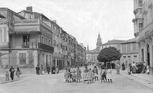 Vitoria-Gasteiz. Calle de la Independencia, hacia 1905. Foto: vitoria-gasteiz.org