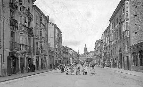 Vitoria-Gasteiz. Calle de la Barreras (actual Independencia), hacia 1905. Foto: vitoria-gasteiz.org
