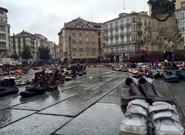 6.000 zapatos en la Virgen Blanca. Foto: El Mirador de Radio Vitoria