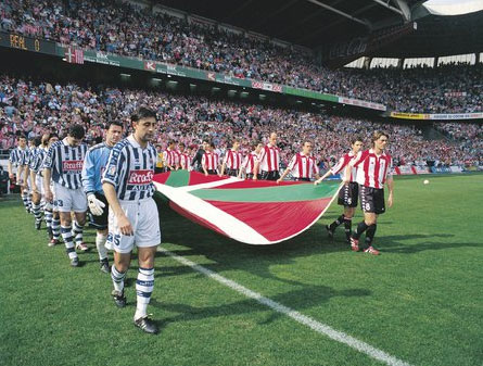 Foto del otro derbi entre la Real y el Athletic